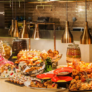 During Feast dinner Buffet at Sheraton Macao,you will feel like feasting in a paradise of food.Book it and enjoy savoring good dishes during Feast dinner Buffet at Sheraton Macao Restaurant.Feast dinner Buffet at Sheraton Macao provides cuisines from Aisa,Portugal and Macau.