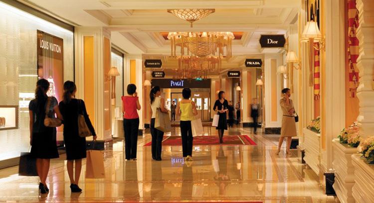 Macau shopping mall,the macau parisian, Eiffel tower, macau landmark,French touch shpping mall,shopping paradise, buy things in Macau,macau hotel, parisian hotel