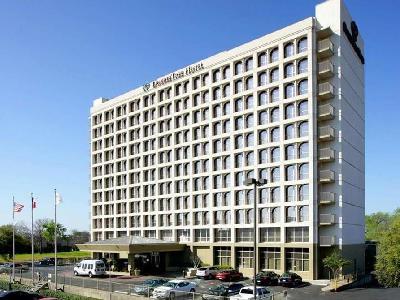 Doubletree Hotel Dallas Market Center