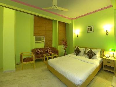 Hotel Crest Inn