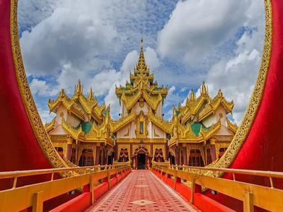 Karaweik Palace on Kandawgyi Lake, Yangon, Myanmar (© Etakundoy/Shutterstock)