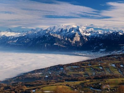 The Mont Blanc massif, seen from Mont Salève, France (© Niggli/Nimia)