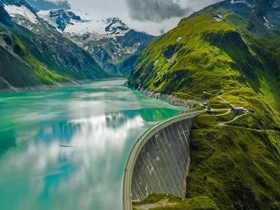 Mooserboden Reservoir and Mooser Dam near Kaprun, Austria (© Shutterstock)